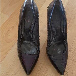 Rachel Roy black (platform) snakeskin heels US 6